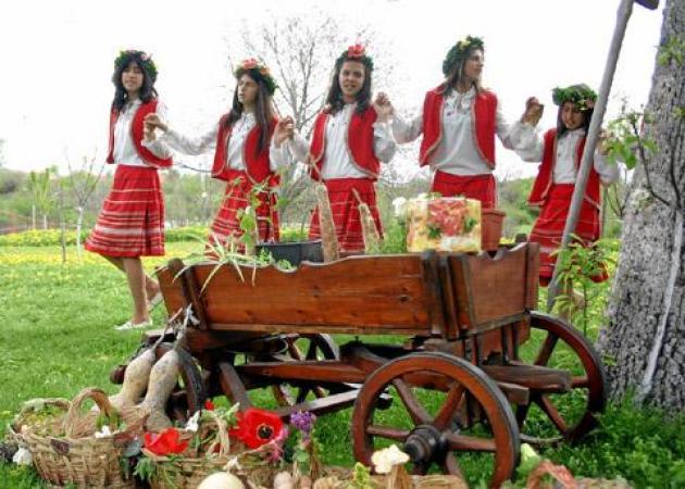 Σάββατο του Λαζάρου: Έθιμα, Κάλαντα, Λαζαρίνες και «λαζαράκια» | tlife.gr