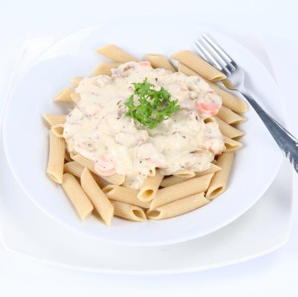 Μακαρονάδα με κρύα λευκή σάλτσα