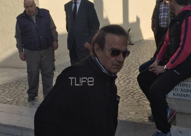 Οι πρώτες εικόνες από την κηδεία του Ντάνου Λυγίζου | tlife.gr