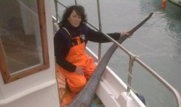 Γυναίκα ψαράς έπιασε στα δίχτυα της… καρχαρία 270 κιλών! | tlife.gr