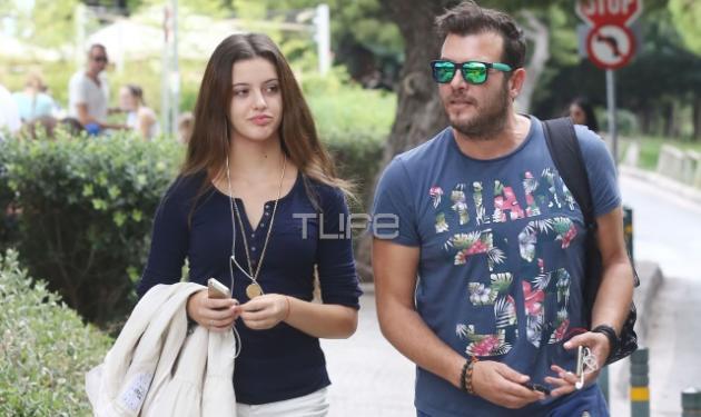Λάμπης Λιβιεράτος: Βόλτα με την κόρη του Δανάη στη Βουλιαγμένη! | tlife.gr