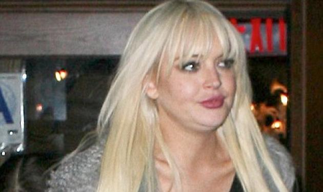 Tι συνέβη στο πρόσωπο της L. Lohan; Εμφανίστηκε με προγούλι και μάγουλα!