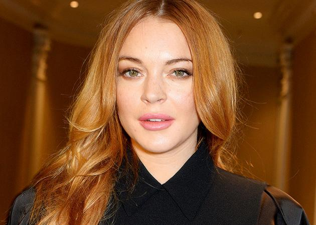Lindsay Lohan: Επέστρεψε στην Ελλάδα και πήγε στην πρεμιέρα του Σάκη Ρουβά | tlife.gr