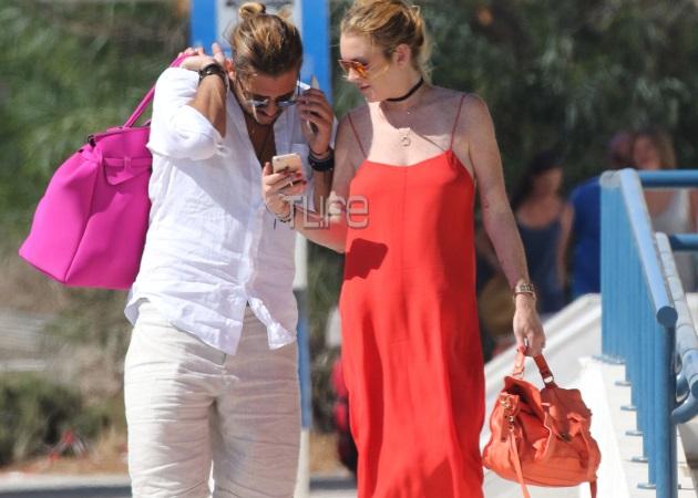 Lindsay Lohan – Ντένης Παπαγεωργίου: Νέες φωτογραφίες από τις βόλτες τους στη Μύκονο! | tlife.gr