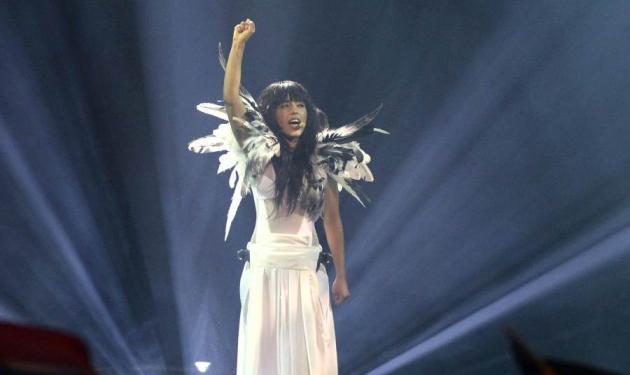 Eurovision 2013: Ντυμένη στα λευκά, ξυπόλυτη και φορώντας φτερά εντυπωσίασε η Loreen! Video