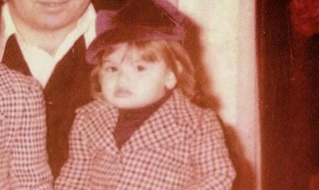 Το κοριτσάκι της φωτογραφίας είναι σήμερα μια από τις πιο σέξι Ελληνίδες!