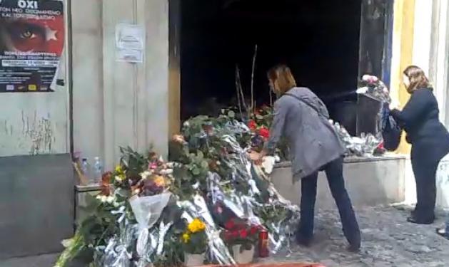 Λουλούδια αγάπης για τους νεκρούς   tlife.gr