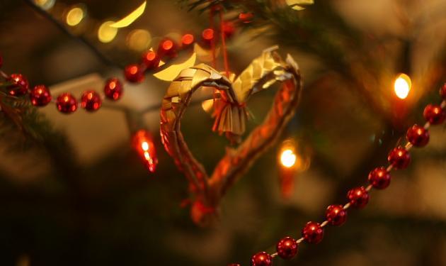 Τα κάλαντα της Πρωτοχρονιάς είναι ένα καμουφλαρισμένο ερωτικό ραβασάκι!