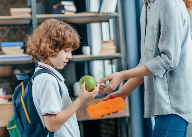 Lunchbox fun: Τι μπορείς να κρύψεις στο τσαντάκι φαγητού για να χαρεί το μικρό σου | tlife.gr