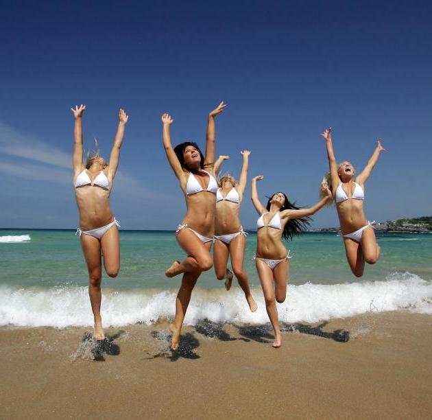Στην παραλία | tlife.gr