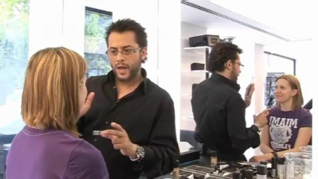 Ο Γ. Μιχαηλίδης μας δείχνει  το τέλειο φυσικό μακιγιάζ!