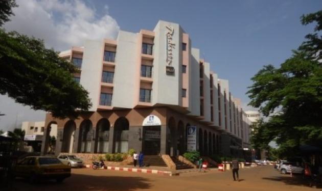 Ομηρία σε ξενοδοχείο στο Μάλι – Πυροβολισμοί και εκρήξεις | tlife.gr