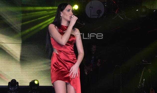 """Μαλού Κυριακοπούλου: Σέξι εμφάνιση στη σκηνή για το κορίτσι που """"έσπασε"""" το Youtube!"""