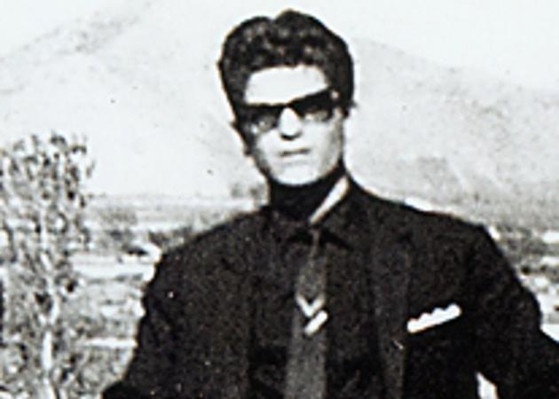 Είναι Έλληνας τραγουδιστής πριν πολλά χρόνια και είναι… αγνώριστος