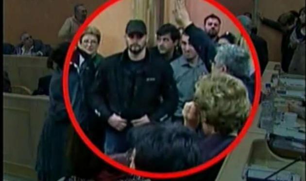 Σάλος από το ναζιστικό χαιρετισμό στη συνεδρίαση του Δημοτικού Συμβουλίου της Αθήνας | tlife.gr