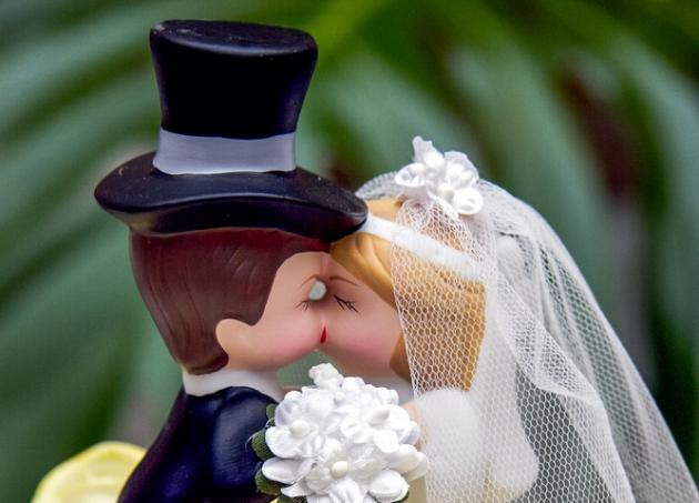 Γιατί οι άνδρες σαμποτάρουν το γάμο; Τι τους κάνει να αποφεύγουν την εκκλησία; | tlife.gr