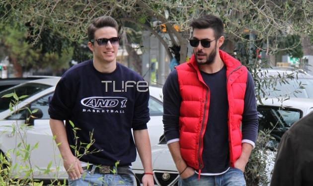 Κ. Μαρτάκης: Βόλτα με τον αδελφό του Νίκο στη Γλυφάδα! Φωτογραφίες