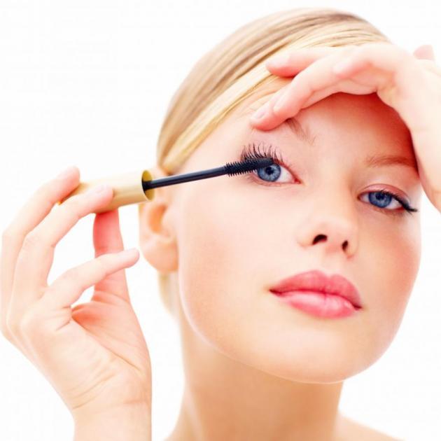 Μουντζουρώνεσαι με τη μάσκαρα; Έχουμε λύση! | tlife.gr