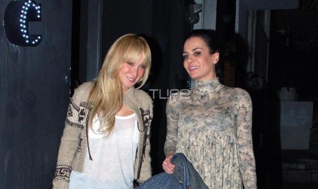 Δ. Ματσούκα: Βραδινή έξοδος με την αδελφή της! Φωτογραφίες | tlife.gr