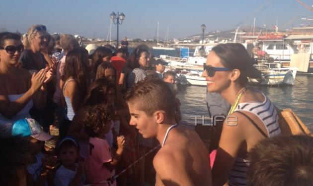 Δ. Μάζης: Συμμετείχε σε αγώνα κολύμβησης στην Αντίπαρο! Στο πλευρό του η έγκυος Μπέττυ! | tlife.gr