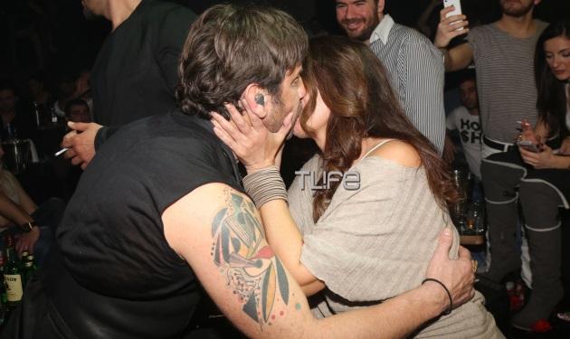Σ. Αλιμπέρτη: Σπάνια βραδινή έξοδος και το φιλί στο στόμα με τον Μαζωνάκη! | tlife.gr