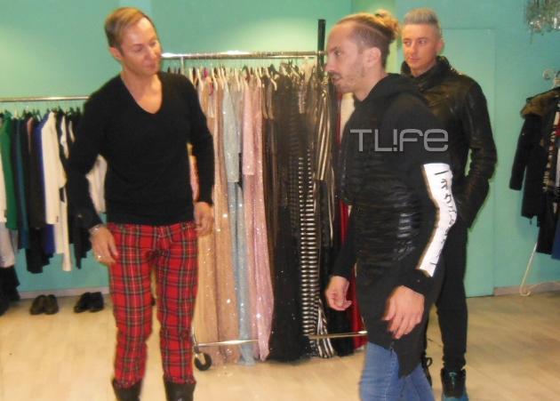 Ο Ιωάννης Μελισσανίδης δοκιμάζει ρούχα στο ατελιέ του Βασίλειου Κωστέτσου