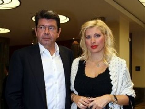 Μενεγάκη-Λάτσιος: Υπήρξε προγαμιαίο συμβόλαιο; | tlife.gr