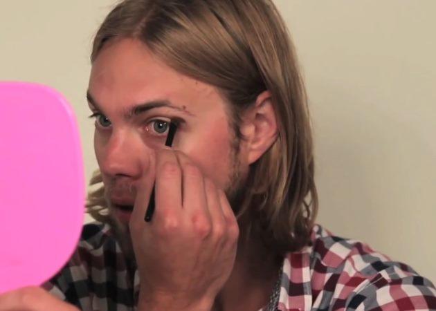 Video! Τρία αγόρια κάνουν μακιγιάζ στον εαυτό τους ακολουθώντας τα tips μιας make up artist! | tlife.gr