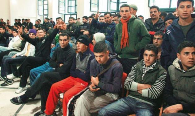 Κατάληψη και απεργία πείνας στη Νομική από 300 μετανάστες! | tlife.gr