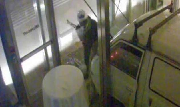 Καρέ – καρέ το βίντεο ντοκουμέντο από την εμπρηστική επίθεση στην Microsoft – Τι κατέγραψαν οι κάμερες! | tlife.gr