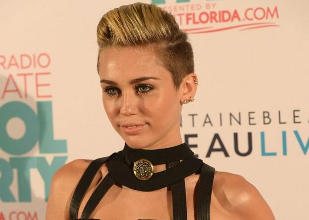 Η Miley Cyrus μας έδειξε την πιο sexy, νέα ιδέα για μανικιούρ! | tlife.gr