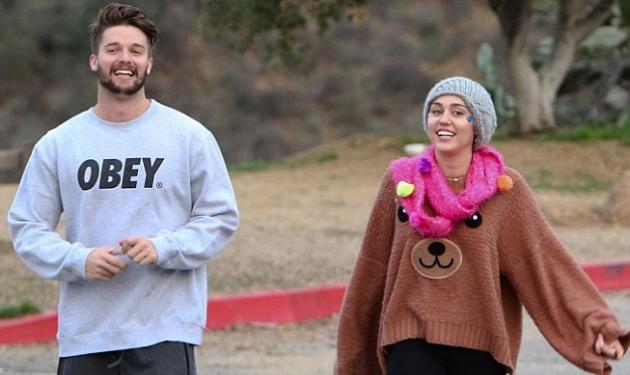 Miley Cyrus –  Patrick Schwarzenegger: Οι διακοπές τους στα χιόνια | tlife.gr