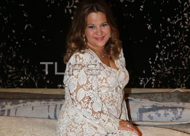 Δέσποινα Μοιραράκη: Ξάπλωσε στα… νέα της χαλιά! Φωτογραφίες από τα εγκαίνια! | tlife.gr