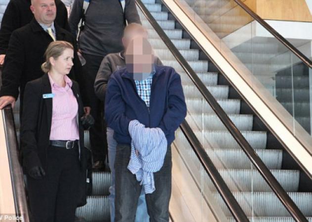 Φρίκη: Βίαζαν το 10 μηνών μωρό του μαζί με τον σύντροφό του