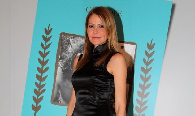Τζένη Μπαλατσινού: Η μεγάλη αλλαγή στα μαλλιά της! Έγινε καστανή | tlife.gr