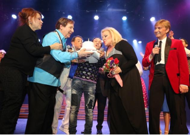 "Mπέσσυ Αργυράκη: Έκανε το ""πρώτο της πάρτι"" στη σκηνή! [pics]"