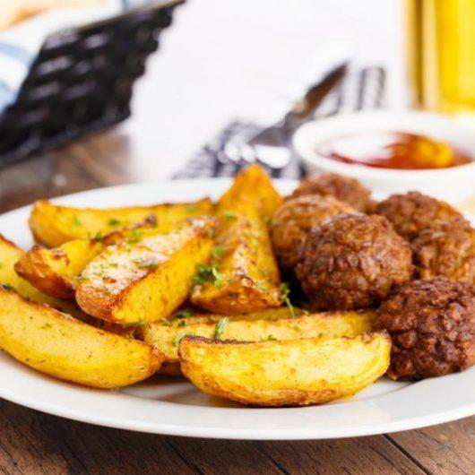 Μπιφτέκια με πατάτες | tlife.gr