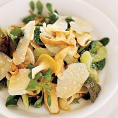 Σαλάτα με σέλερι, μανιτάρια και παρμεζάνα