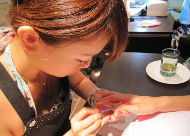 Νέα beauty εμμονή για τις νεοϋορκέζες! Νύχια από πραγματικό δέρμα φιδιού! | tlife.gr