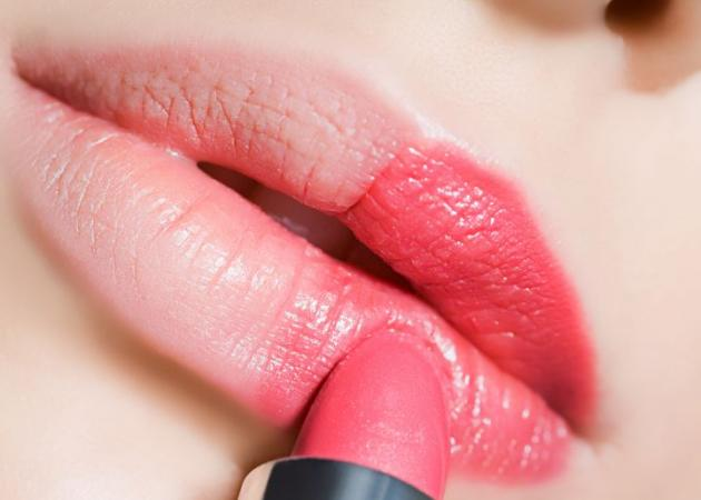 Μετά το negative space manicure, τα negative space lips είναι το νέο hot!   tlife.gr
