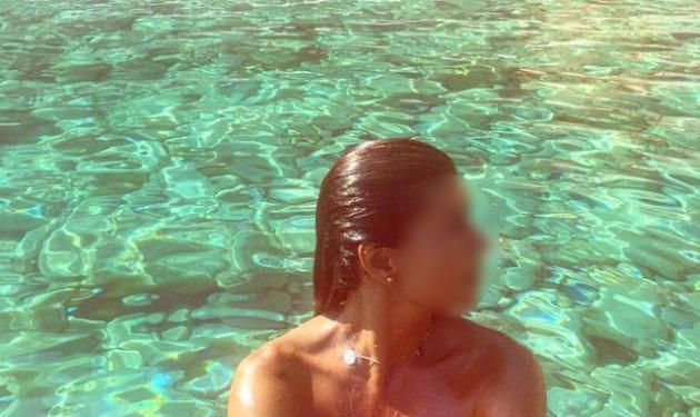 Διάσημη καλλονή έκανε το μπάνιο της, σε αυτήν την ερημική παραλία του Αιγαίου! | tlife.gr