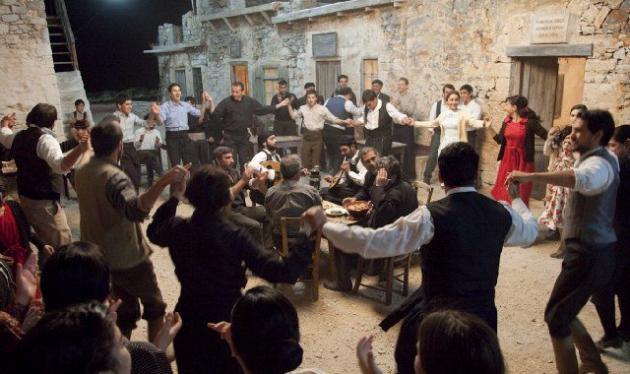Έκαναν πλιάτσικο στα σκηνικά του «Νησιού»! | tlife.gr