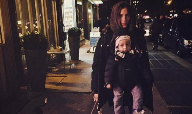 Σοφία Καρβέλα: Δες την να κοιμάται στην κούνια του γιου της! | tlife.gr