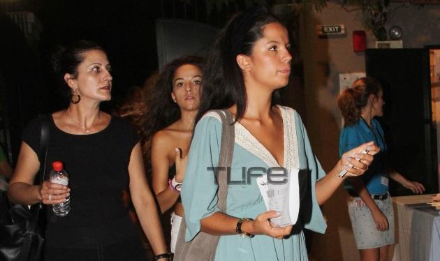 Νόνικα Τσαπέλα: Η κούκλα εγγονή της Νόνικας Γαληνέα αγαπά το θέατρο! | tlife.gr