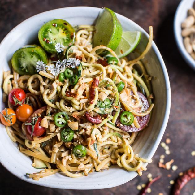 Noodles με καυτερές πιπεριές και φυστίκια