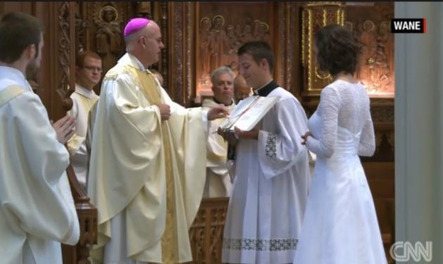 Αυτή η γυναίκα παντρεύτηκε τον… Χριστό! Βίντεο από την τελετή!   tlife.gr