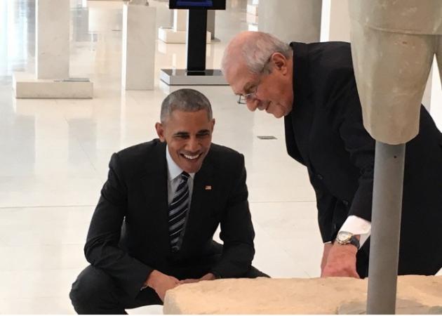 Ομπάμα στην Αθήνα Live: Με casual ντύσιμο στην Ακρόπολη – Με κοστούμι στο Μουσείο | tlife.gr