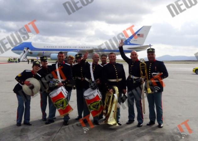 Επίσκεψη Ομπάμα: Και selfie με το Air Force One! [pic]   tlife.gr
