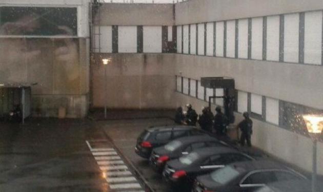 Ανθρωποκυνηγητό με τους δράστες της αιματοχυσίας στο Charlie Hebdo – Κρατούν ομήρους | tlife.gr