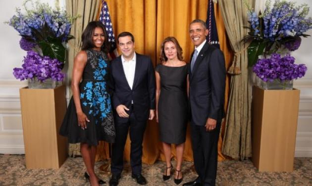 Aλέξης Τσίπρας – Μπέττυ Μπαζιάνα: Στη δημοσιότητα η πρώτη φωτογραφία με το ζεύγος Obama | tlife.gr